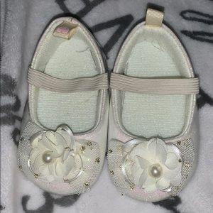 White glitter flower flats